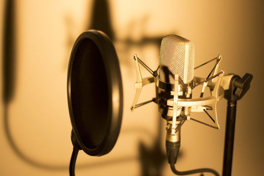 声優養成所に通わなくてもプロの声優になることはできる?